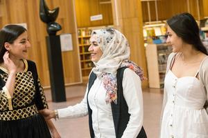 Alaa och Esraa  flydde med syskonen en natt, efter att ha drogat pappa och farmor med sömnmedel i melondrycken.