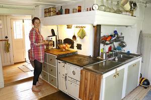 Köket i det gamla huset ska Kajsa förvandla till ett kök med typiska inslag från 1910-talet och använda som förråd. Det nya köket ska byggas i det nyflyttade huset.
