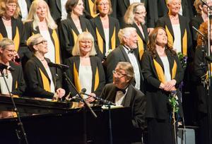 Kjell Lönnå var i högform och skojade hela tiden med publiken.