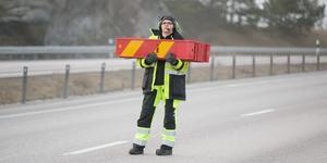 Eva Rosell har arbetat nästan 10 år på vägar i hela landet. Hon har slutat vara rädd.