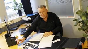 Åke Norin på kontoret i den nyrenoverade lokalerna.