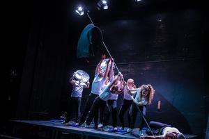 Mötet mellan Trix nycirkusartister och Västmanlands Teaters skådespelare leder till en rik variation av berättargrepp i