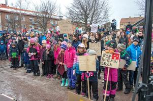 Över 500 personer kom till Torget på lördagen för att lyssna på talen och musiken.  Foto: Per-Inge Mill