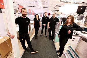 Andreas Rapp. Erica Bickel, Jacob Billström, Stefan Hillblom och Emelyne Norell ser fram emot större butiksyta och lager vid Mio:s butik i Falun.