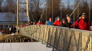 Det var många som slöt upp under premiärvandringen i deltat. Foto: Fredrik Karlsson.