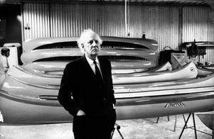Mannen bakom trapper-kanoten. Verkstaden flyttades från Pilgatan till Fältmätargatan 1957. Tio år senare avvecklade Max Andersson sin verksamhet, men hans modeller levde vidare i Trapper-kanoterna i plast. Max Andersson dog 1976, 78 år gammal.