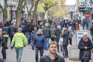 50 000 elkunder blev strömlösa vid lunchtid på onsdagen. Det innebar bland annat att samtliga som var ute och shoppade längs butikerna på gågatan, fick lämna butikerna.