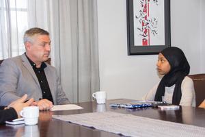 Khadija Mohamed var rakt på sak när hon ställde frågor till kommunalrådet.