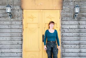 Karin Jacobsson, finsnickare som håller till i Älandsbro.