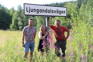Loppisens projektledare ser fram emot soliga dagar med mycket folk, underbara möten och ett och annat fynd. Från vänster: Håkan Moberg, Linda Isaksson och Tommy Isaksson.