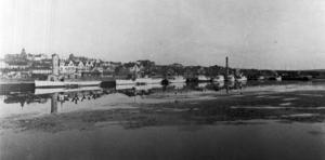 1913 låg dessa båtar i Östersunds hamn (från vänster): Hjulångaren och träbåten