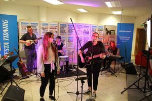 Mia Franzén och Pia Kirkhaug framförde
