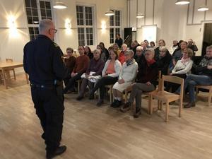 Det kom  ett 30-tal Lillhagabor till Bygdegården i Borr för att lyssna på föredraget om grannsamverkan, och nu vet de att de ska ligga steget före tjuven.