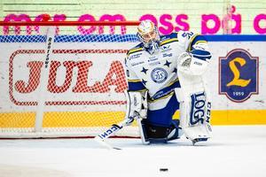 Leksandsmålvakten Janne Juvonen lämnade kassen – till förmån för Axel Brage – efter sina tre insläppta mål i hemmalagets mardrömsöppning mot Djurgården. Foto: Daniel Eriksson/Bildbyrån
