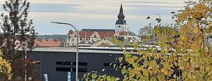 Höstguld, Hudiksvalls kyrka och ett klick så har man en härlig tavla.
