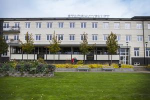 2005-2006 tillkom verandan, den första tillbyggnaden utåt. Tidigare var hela fasaden synlig, enligt Daniel Olsson.