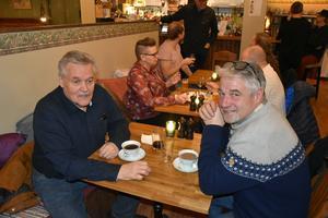 Lars-Göran och Johnny Öberg firade den förstnämndes födelsedag med en bit mat, att det var ölsläpp blev en glad överraskning för dem.