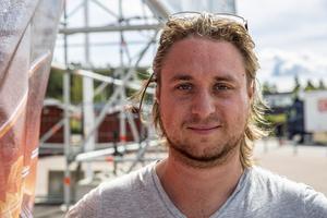 Patrik Hedenström är festivalchef för Sabaton open air. Det är andra året i rad han arbetar med det på heltid. Tidigare var han elektriker till vardags men jobbade extra med festivalen i tio år.