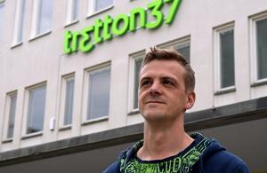 Kontoret startade i Johan Karlssons källare.