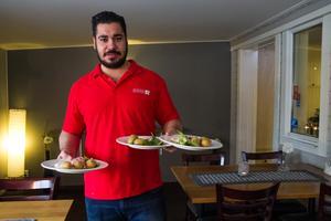 Det är tzatziki och fetaost på sista lunchen Mohammed serverar på restaurang 49:an.