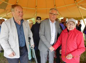 SPF Östersunds ordförande Per Söderberg, landshövding Jöran Hägglund och födelsedagsbarnet Signe Strömberg.Foto: Sven Adolfsson