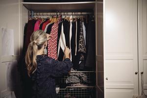 Anna Rydne handlar sina kläder på secondhand. Foto: Erik Simander / TT