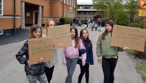 Alva Rusback, Patricia Moberg, Matilda Juhlin, Laguna Hansson och Melissa Juhlin visade tydligt vad de ville för politikerna.