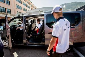 Marcus och Charles Leclerc gör sig beredda för att åka i väg och träffa fansen. En del av Formel 1-förarnas vardag. Fred Vasseur vill inte att hans båda vänner ska vara vänner, men att de måste kunna samarbeta.