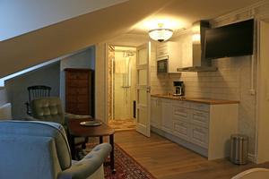 På insidan har hotellets tidigare sex-åtta hotellrum gjorts om till fyra i en större storlek.
