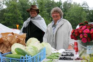 Hans och Elisabeth Eriksson sålde grönsaker på Engelsbergsdagen från den egna odlingen.
