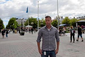 Robert Öhman, chef vid polisens underrättelsetjänst region nord, har en god bild över personer  som  kan  ha extremistiska åsikter.