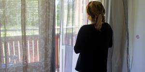 Fatima, som heter något annat, känner att det värsta är väntan, att livet pausats i tio år.