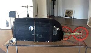 Lars Agger skapar fantasifulla flygfarkoster som skulpturer.