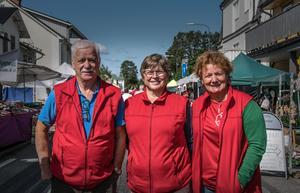 Gunnar Nordin, Karin Danielsson och Anita Henriksson från Junsele IF. De är de som förbereder allt inför marknaden.