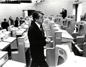 Bild från juni 1991, tagen i samband med att Helge Hagberg lämnade sitt arbete i riksdagen. Foto: NA arkiv