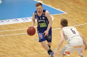 Gustav Hansson för Jämtland Basket.