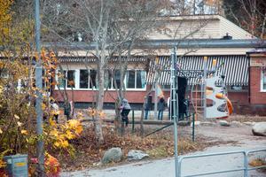Ännu en gång har VLT rapporterat om stök och bråk på Vallbyskolan i Kolbäck. Nu måste kommunen ta tag i problemen, anser Roger Haddad (L).