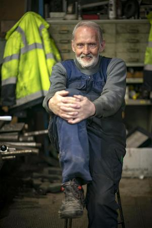 – Ingen jävel kan vara på topp jämt, men roligt är det på jobbet för det mesta, säger Rolf Strömberg som gått till samma jobb i 65 år.