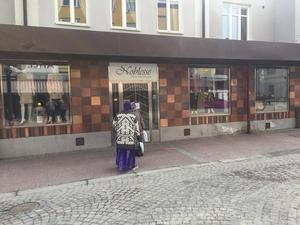 På kort tid har ägarna av sex butiker tvingats meddela att de antingen slår igen eller att företaget försatts i konkurs.