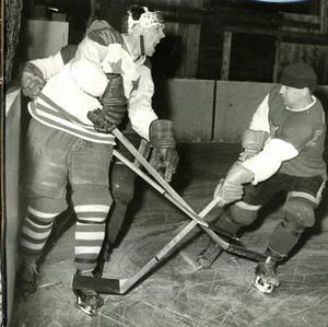 Åke Lassas (till vänster i bild) var lagkamrat med Gunnar Hedbys, och den senare anser att backen är Leksands IF:s främste spelare genom tiderna. Foto: DD:s bildarkiv