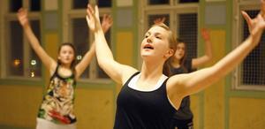 Styrka, teknik, smidighet och kondition tränas upp med dansen.