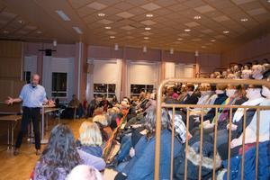 Inte en stol på folkets hus i Gullänget var ledig.