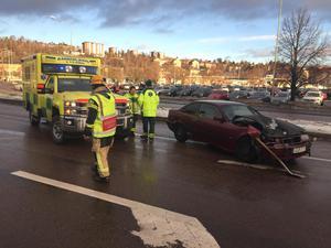 Trafikolycka mellan Sjögatan och  Landsvägsallén. En bil ska ha kört in i en lastbil.