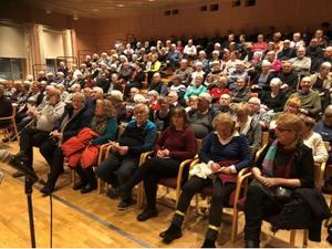Många hade kommit till biosalongen på Gnistan i Gullänget. Foto: PG Forslund