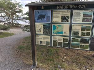 Informationskyltar berättar om naturen på Ören.