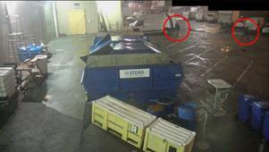 Bild från övervakningskamera vid företaget i Malmö där männen misstänks ha gjort inbrott.