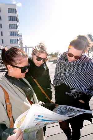 Det är bra om fler hittar till Färjkajen, tycker Evelina Andersson, Susanna Karlsson och Bim Brinkeborn, som gått ner till hamnen för att fika.