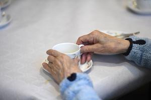 En man som jobbade inom hemtjänsten i Falun döms för att ha hotat en kvinna och hennes man.