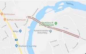 Bron över Dalälven går längs Brogatan och leder till villorna och skolan på Rotskär. Bild. Google Maps.