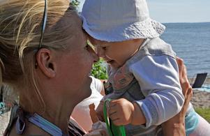 På söndag står Sveriges cirka 2,8 miljoner mammor i centrum när det är dags för Mors dag. Hasse Holmberg / SCANPIX